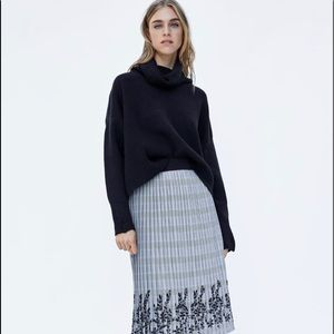 Zara beautiful pleated plaid skirt new without tag